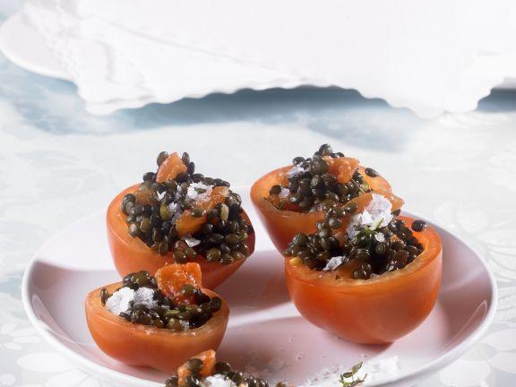 Tomaten mit Linsensalat gefüllt