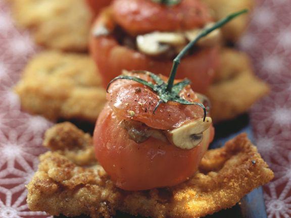 Tomaten mit Pilzfüllung auf Baconschnitzeln