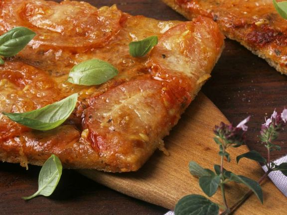 Tomaten-Mozzarella-Pizza vom Blech
