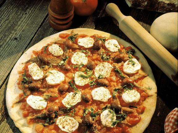 Tomaten-Pizza mit Oliven