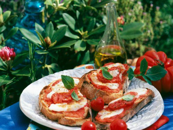 Tomatenbrot aus dem Backofen