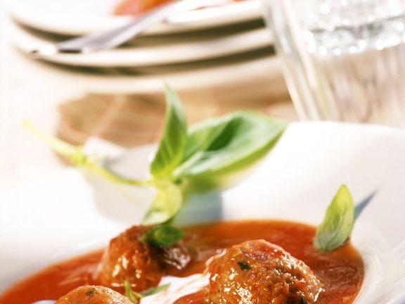 Tomatencremesuppe mit Hackbällchen