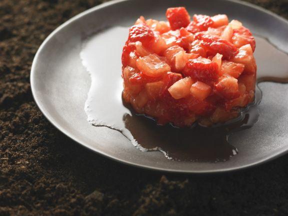 Tomatensalat mit Erdbeeren