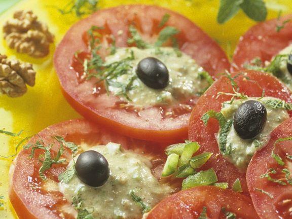 Tomatensalat mit Nüssen