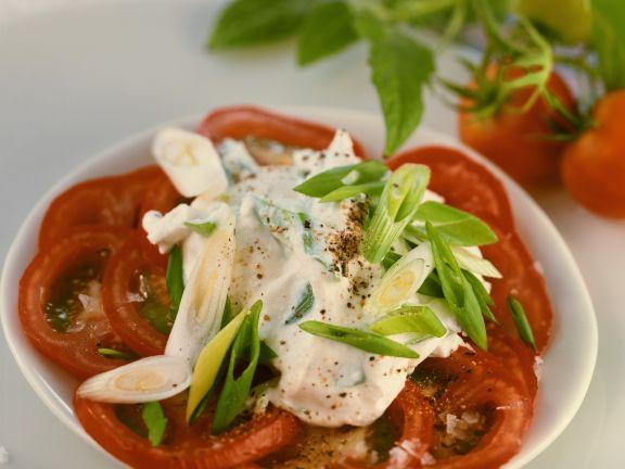 Tomatenscheiben mit Lauchzwiebel-Ricotta