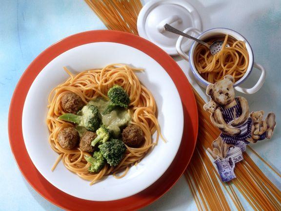 Tomatenspaghetti mit Fleischbällchen und Brokkoli