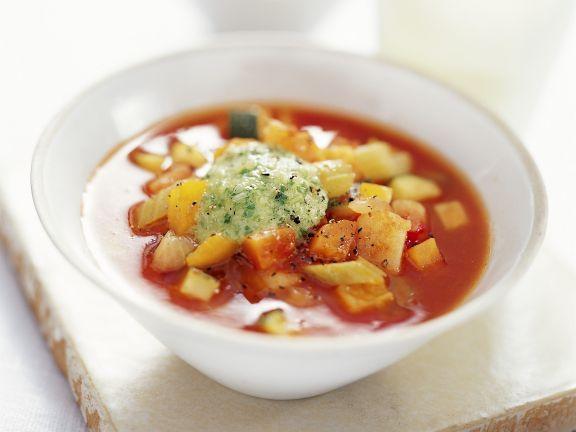 Tomatensuppe auf provenzalische Art mit Lauchzwiebelpesto