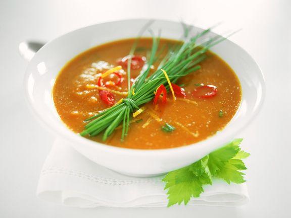 Tomatensuppe mit Gemüseeinlage