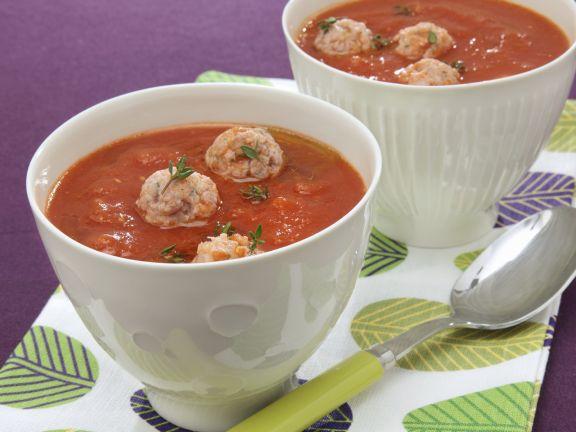 Tomatensuppe mit Hackbällchen