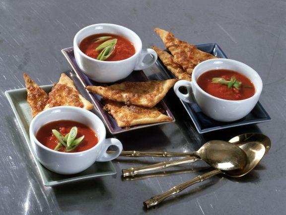 Tomatensuppe mit Ingwer und Chili-Knusperecken