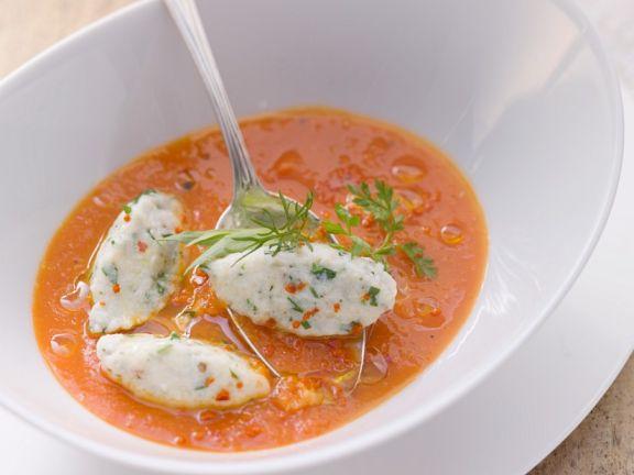 Tomatensuppe mit Käselößchen