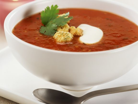 tomatensuppe mit paprika dazu croutons rezept eat smarter. Black Bedroom Furniture Sets. Home Design Ideas