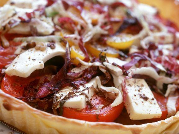 Tomatentarte mit Rotkohl und Käse