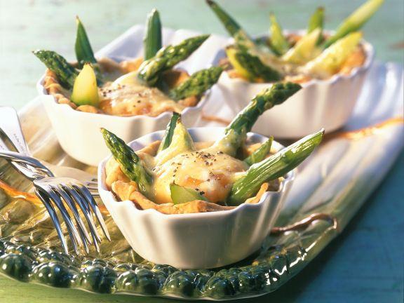 Torteletts mit grünem Spargel und Ei