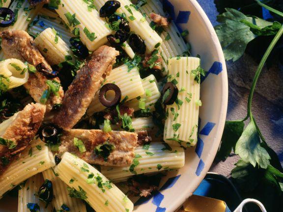 Tortiglioni mit Sardinen und Oliven