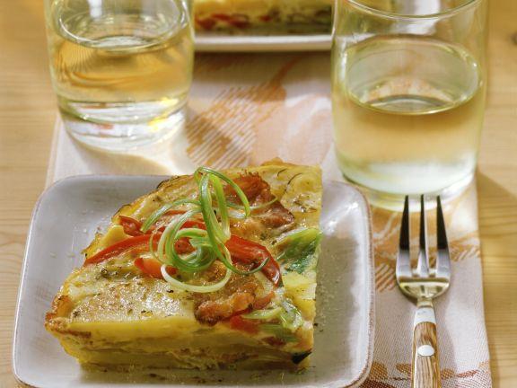 Tortilla mit Paprika, Frühlingszwiebeln und Speck