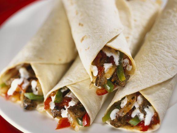 Tortillaröllchen mit Steak-Gemüsefüllung