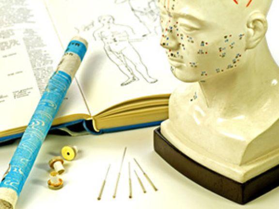 Traditionelle Chinesische Medizin: Auch Akupunktur gehört dazu. © hjschneider - Fotolia.com