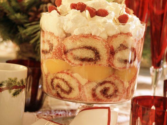 Trifle mit Pfirsich und Himbeeren