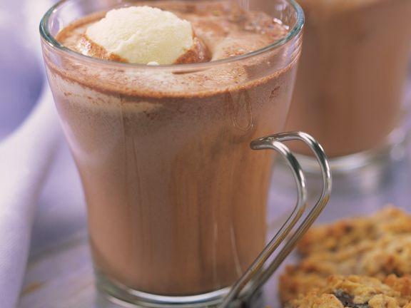 Trinkschokolade mit Vanilleeis