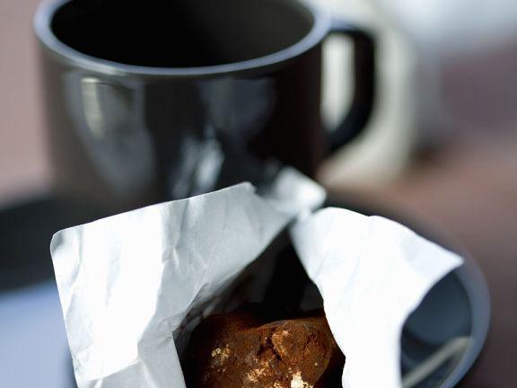 Trüffelpralinen mit Nüssen und Kakao