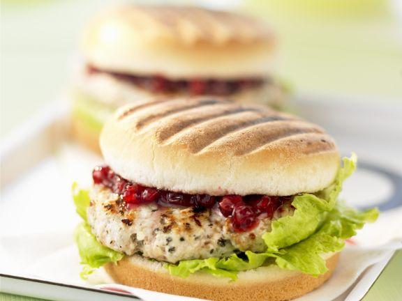 Truhthahn-Burger mit Preiselbeeren