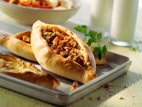Türkische Hackfleisch-Fladen (Pide) Rezept | EAT SMARTER
