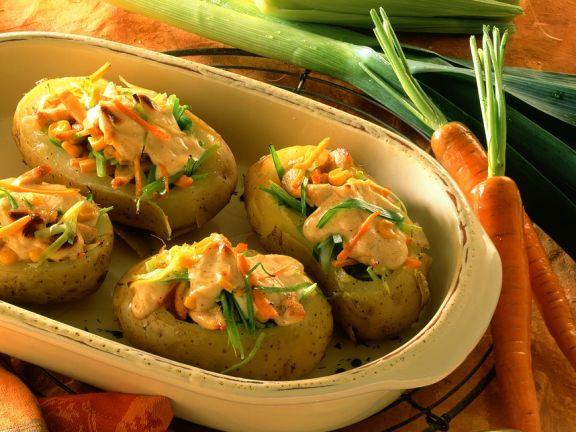Überbackene Kartoffeln mit Gemüsefüllung