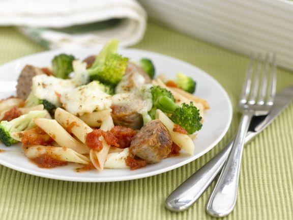 Überbackene Nudeln mit Broccoli, Käse und Bratwürsten