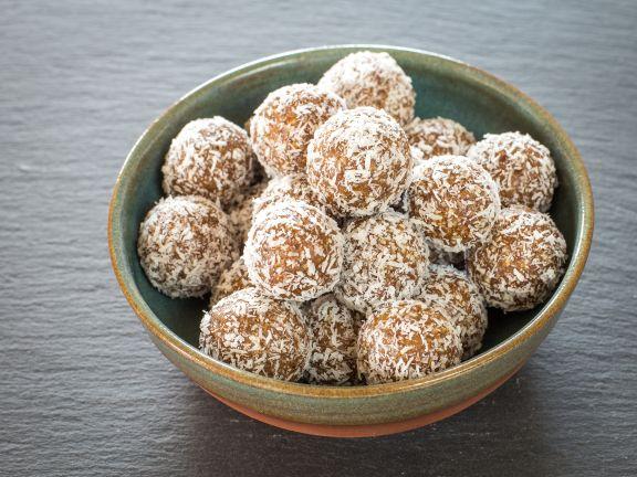 Vanille-Energy-Balls mit Kokoshülle