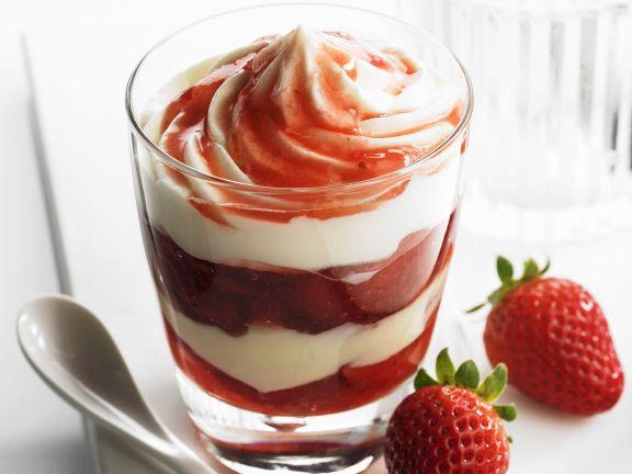 Vanille-Erdbeer-Schichtspeise