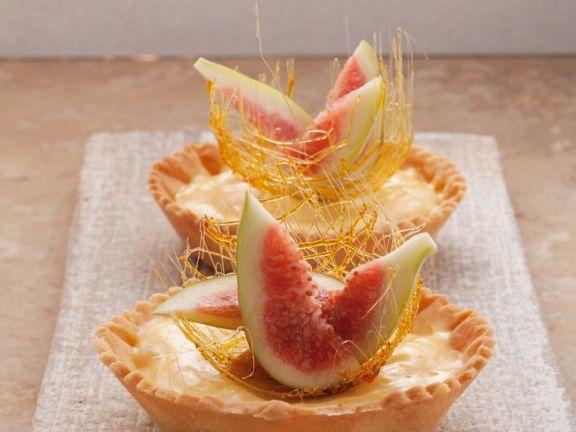 Vanille-Tartelettes mit Feigen und Karamellfäden