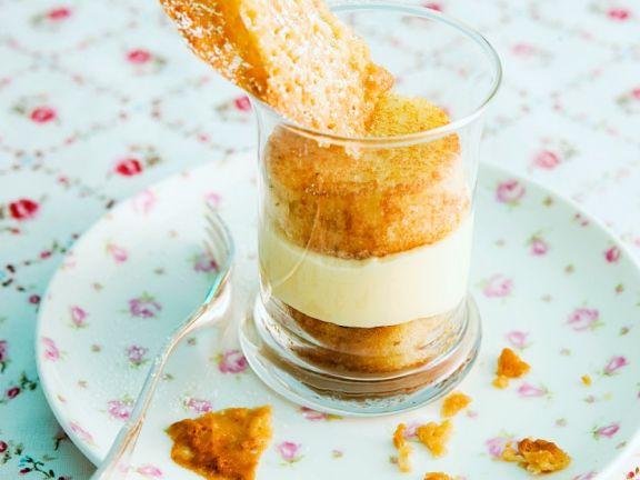Vanillecreme-Mandel-Schichtdessert
