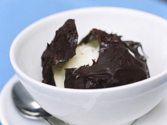 Vanilleeis im Schokomantel (Tartufo)