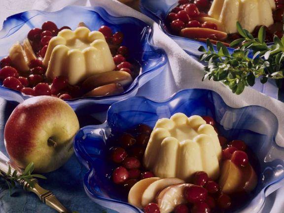 Vanillepudding mit Früchten