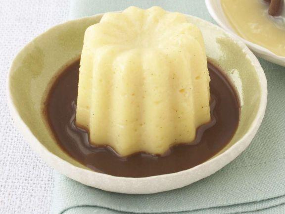 Vanillepudding mit Schokoladensauce