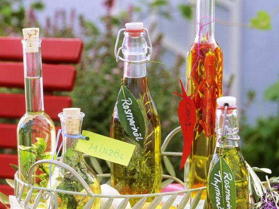 Variationen von Kräuterölen