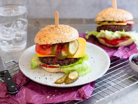 Veganer Cheeseburger mit Black Bean Patty