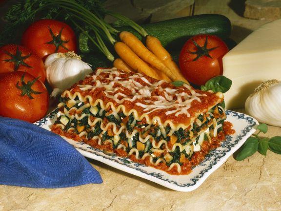 Vegetarische Lasagne mit Spinat und Möhren