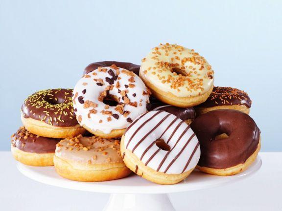 Verschieden verzierte Donuts