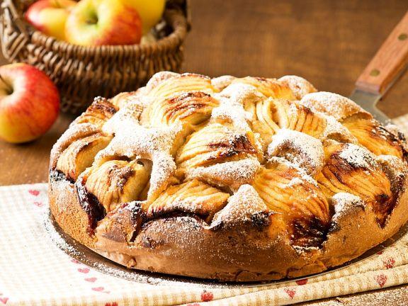 Versunkener Apfelkuchen mit Mandeln