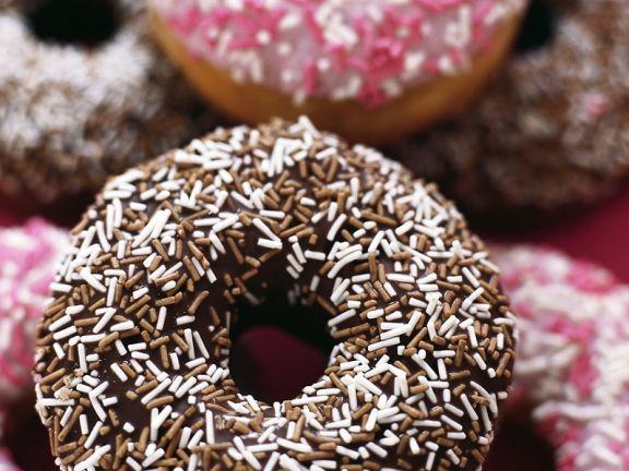 Verzierte Doughnuts