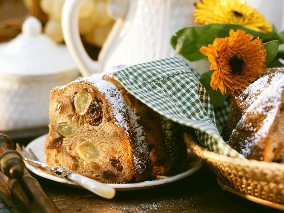 Vollkorn-Nusskuchen mit Trauben