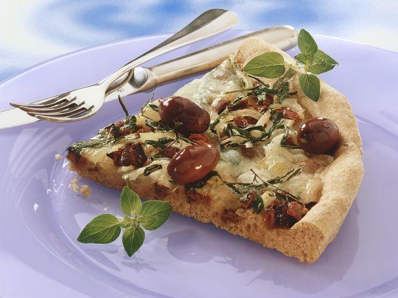 Vollkorn-Pizza mit Oliven