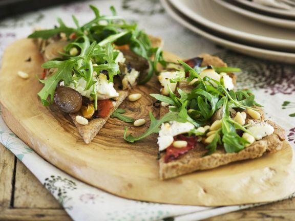 Vollkorn-Pizza mit Ricotta und Rucola