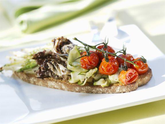 Vollkorn-Röstbrot mit gegrilltem Gemüse