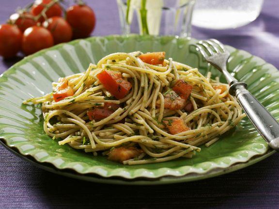 Vollkornnudeln mit Dill, Tomaten und Knoblauch