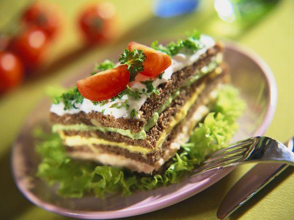 Vollkornsandwich mit pikanter Cremefüllung