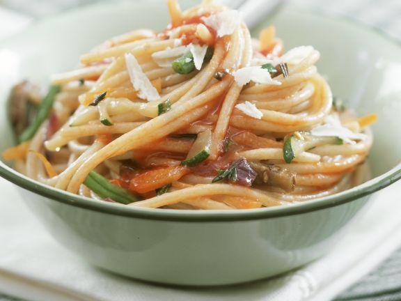 Vollkornspaghetti und Tomaten-Gemüsesauce