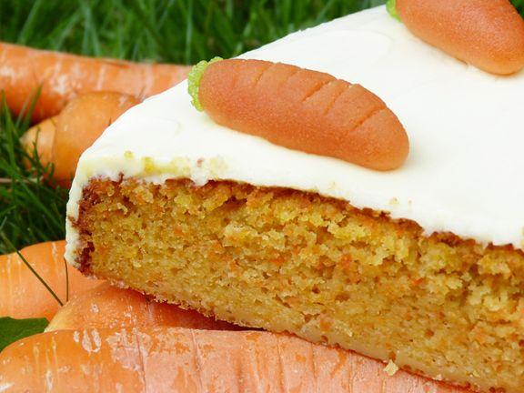 Vollwert-Möhrenkuchen mit Quarktopping